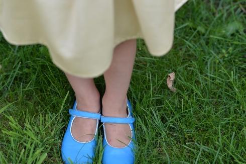 voetjes in het gras