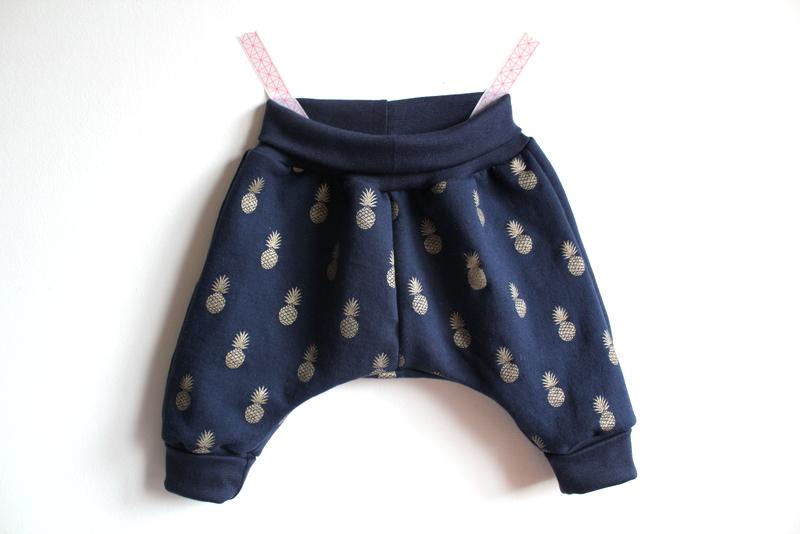 77109dd7529 Daltonbroekje, La Maison Victor Stof: A nana's marine sweaterstof, Petite  Couture marineblauwe sweaterstof, Madeline de Stoffenmadam